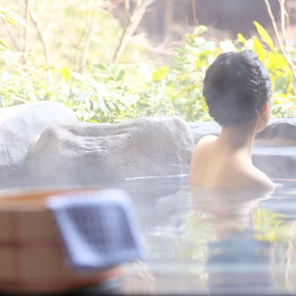 週末には都会から離れ、温泉で汗を流そう。 一人で、家族で楽しめる東京近郊の日帰り温泉リスト