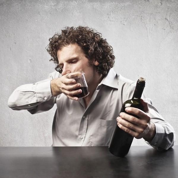 飲み過ぎ防止には、あのフルーツが効く……?他人に迷惑をかけない「酔いつぶれる」前のリスク回避術