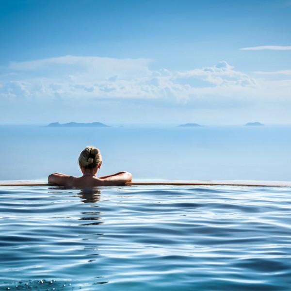 海とつながる新感覚!大流行中の「絶景インフィニティ温泉」 おすすめ5選。