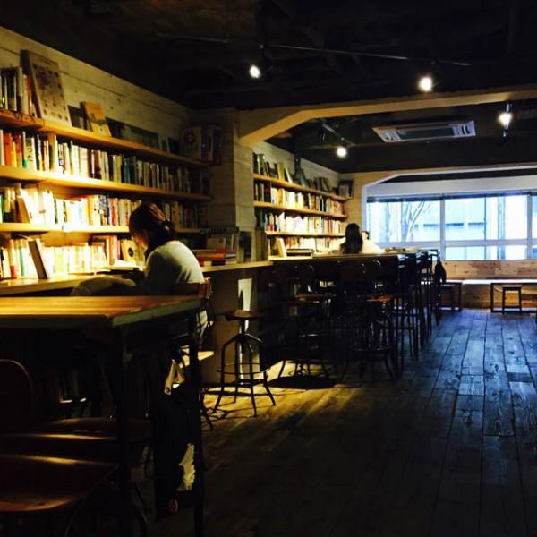"""見知らぬ""""本""""との出会いを演出…一人の時間を嗜める、大人のBook Bar『森の図書室』"""