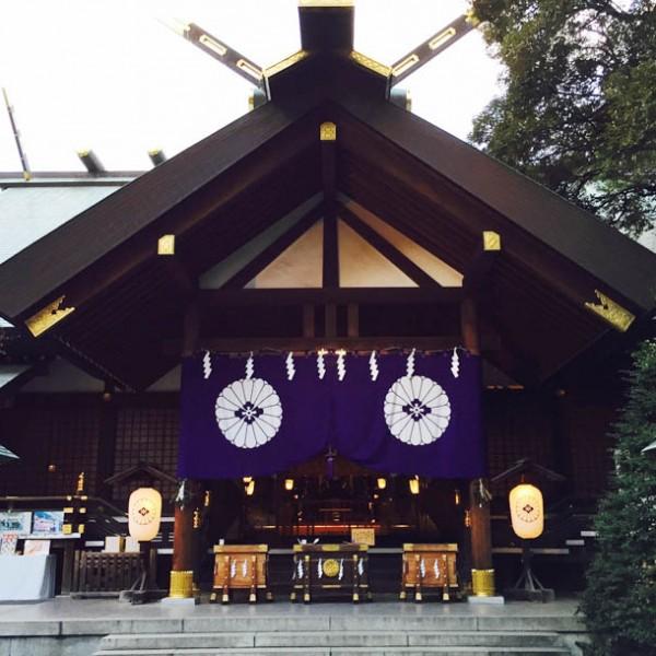 広い空を臨める 癒しのスポット。『東京大神宮』は、都会の喧騒を忘れられる小さな森だった。