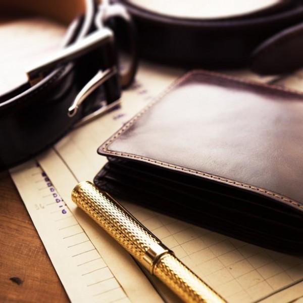 """究極の選択!長財布 VS 二つ折り。押さえておきたい男の""""財布""""の選び方"""