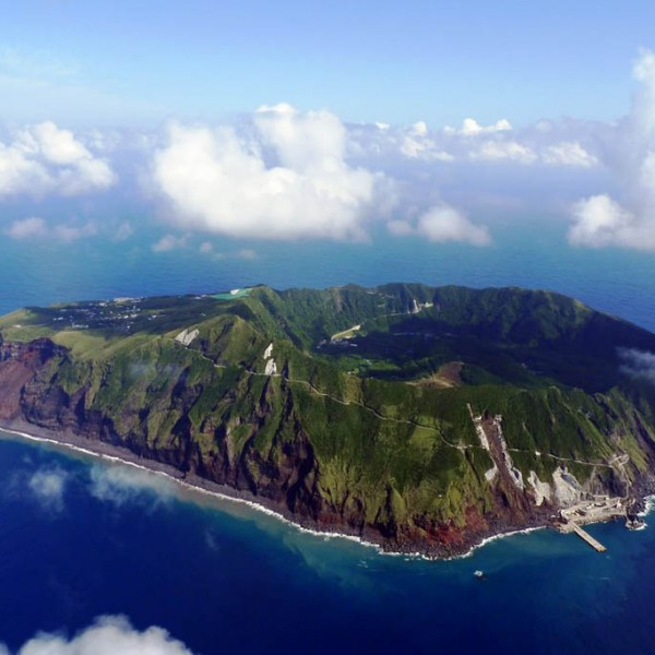 これぞ絶景!ジェラシックパーク!? 謎多き秘境の島『東京・青ヶ島』