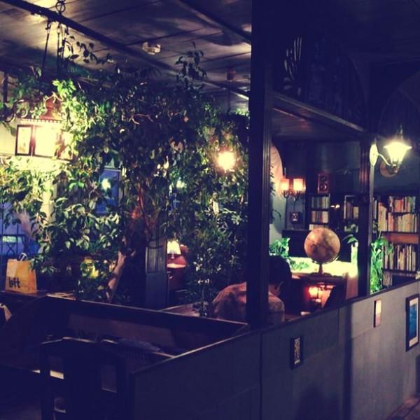 私語厳禁の喫茶店は…時間の流れがまったく違う静寂な異空間『アール座読書館』