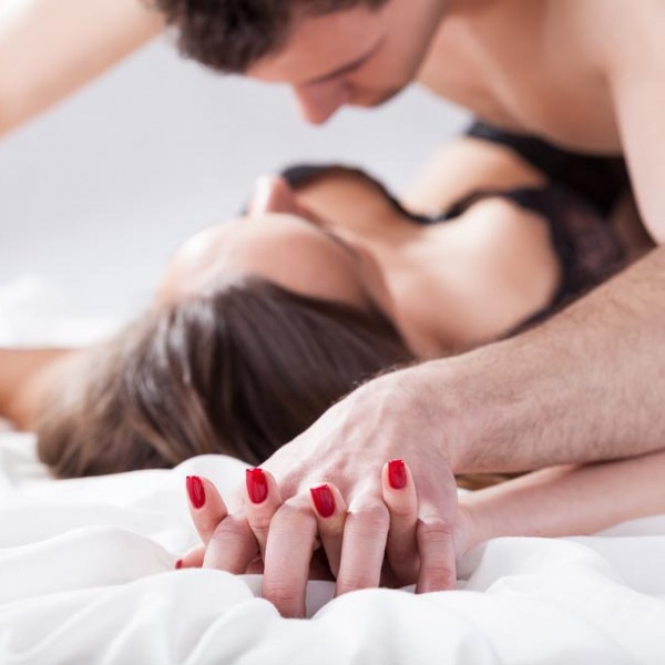 """マンネリ化防止にも最適。""""下着""""を褒めてセックスの質を上げよう"""