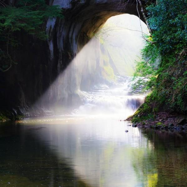 """冒険心を駆り立てろ!… この夏、あなたの心に深く刻まれる""""秘境""""の光景 3選。"""
