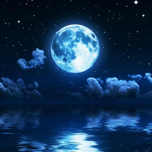 """今宵、夜空を見上げよう。…光り輝く""""月""""の姿を収めたInstagram 4選。"""