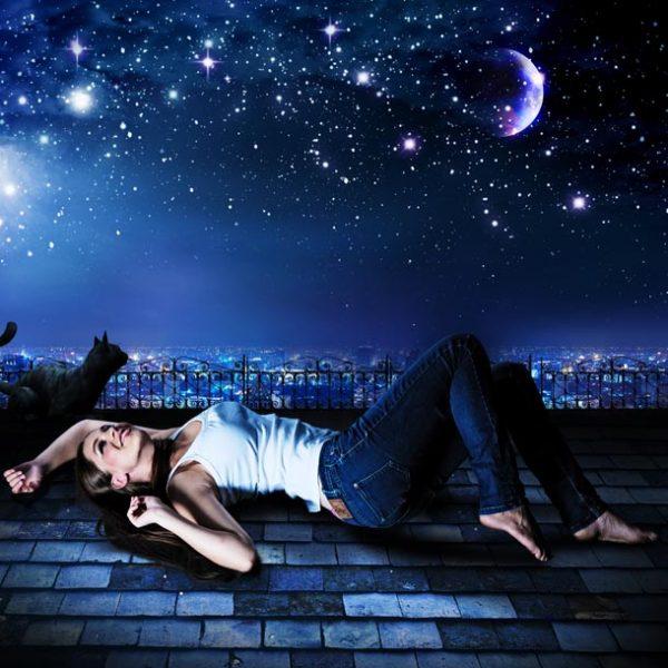 """満天の星空の中で、そっと手を触れたくなるはず!…都内""""大人向けプラネタリウム"""" おすすめ3選。"""