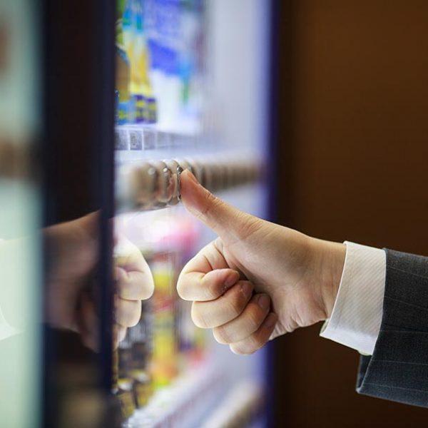 飲み物だけじゃない!実は奥深い「自動販売機」の世界へ