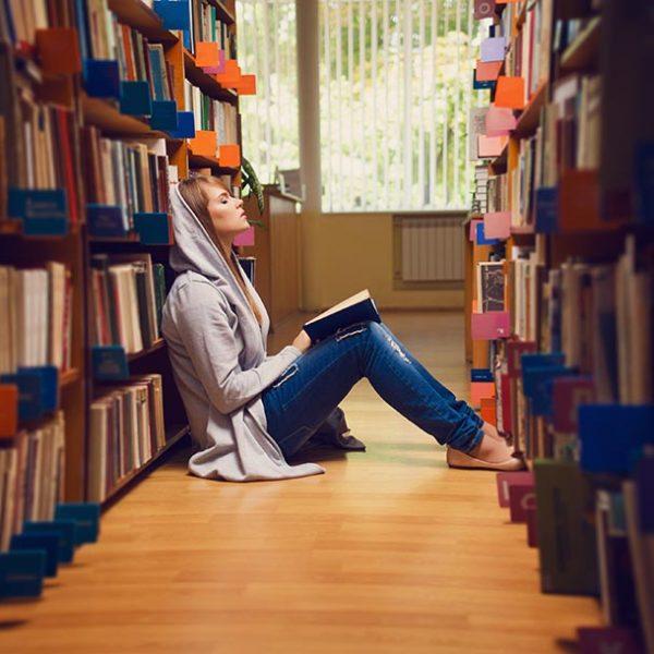 """めくるめくディープな世界へ…こだわりの""""私設""""図書館"""