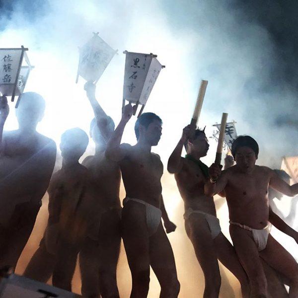 「ジャッソー、ジョヤサ」と男衆の祈願の掛け声が響き渡る「蘇民祭」